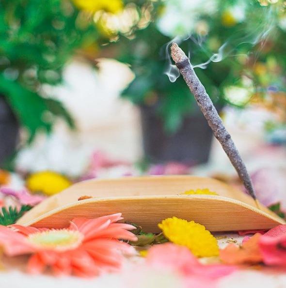 PURIFICAÇÃO ESPIRITUAL Facilitador do processo de purificação e evolução pessoal para os caminhos da espiritualidade. Produzido com resinas e ervas da América do Sul e Oriente Médio.